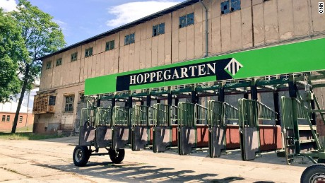 Hoppegarten: The East German racetrack that was a Cold War hit