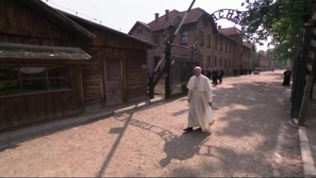 cnnee pkg claudia rebaza visita papa francisco auschwitz_00021930