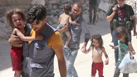 Reports: Syrian families trickle out of Aleppo