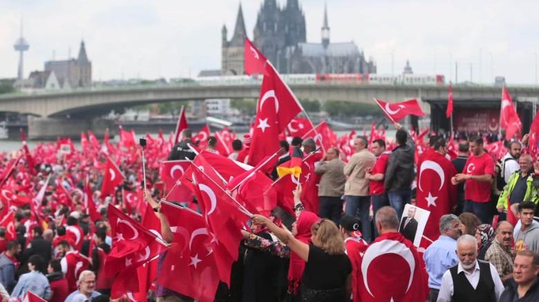 Germany Cologne pro-Erdogan rally Pleitgen looklive_00003825