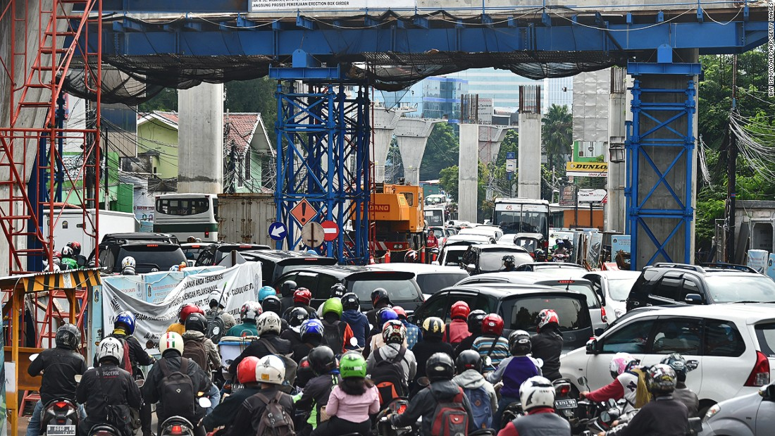 traffic jams in jakarta Public transport and the traffic jams nowadays it is like there is no jakarta without traffic jam a lot of traffic jams happen everywhere.