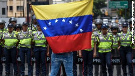 cnnee rec intvw referencia de revocatorio venezuela _00000411
