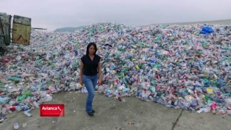 cnnee web promo fuerza en movimiento ecuador reciclaje grupo mario bravo gabriela frias_00001123