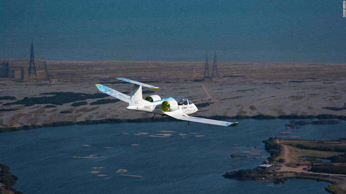 With Esteyne at the controls, the E-Fan 1.1 made headlines in 2015 by crossing the English Channel.