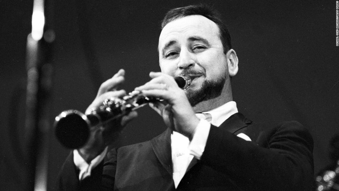"Famous New Orleans jazz clarinetist <a href=""http://www.cnn.com/2016/08/06/us/louisiana-jazz-great-pete-fountain-dies/index.html"">Pete Fountain</a> died August 6 of heart failure. He was 86."