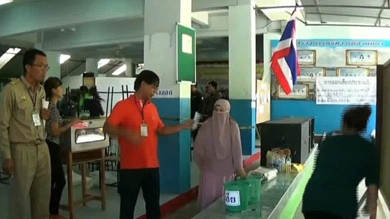 Thailand voters favoring new constitution