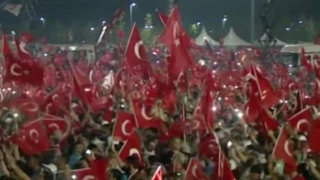 turkey anti coup rally arwa damon lok_00004701