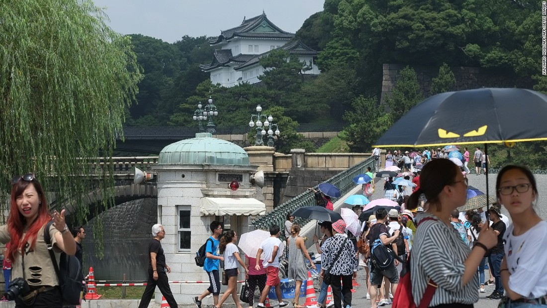 The Imperial Palace, the current residence of Japan's royal family, sits in the center of Tokyo. Guided tours are available throughout the year, although the inner grounds of the palace are only open on special occasions, when the royals greet the public from the balcony.