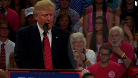 Man seen gasping at Trump rally