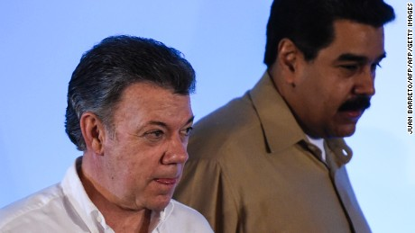 """Colombian President Juan Manuel Santos (L) and Venezuelan President Nicolas Maduro arrive for a meeting to discuss ending a row that has kept their border closed for nearly a year, on August 11, 2016 in Puerto Ordaz, some 650km southeast of Caracas.     The Colombian president's office said the two leaders would seek to """"normalize"""" the situation along the border, which Maduro closed last year after an attack on a Venezuelan army patrol. / AFP / JUAN BARRETO        (Photo credit should read JUAN BARRETO/AFP/Getty Images)"""