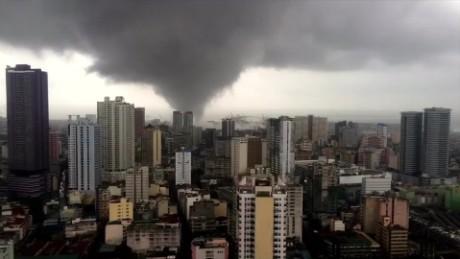 cnnee vo timelapse tornado en manila _00000215