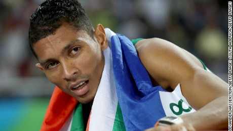 Wayde van Niekerk: South African smashes 400-meter world record to take gold
