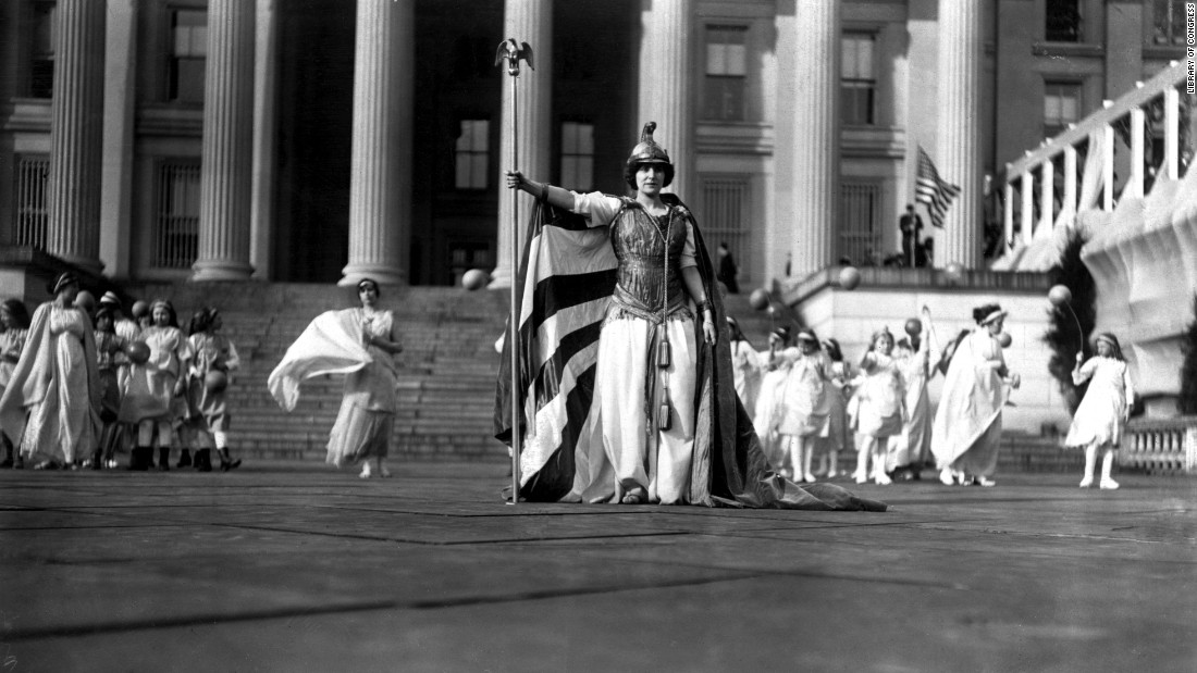 Hedwega Reicher, a famous actress, wears a costume in front of the Treasury Building during the march in 1913. After the parade, protesters began being more theatrical to keep the movement in the press and the public debate.