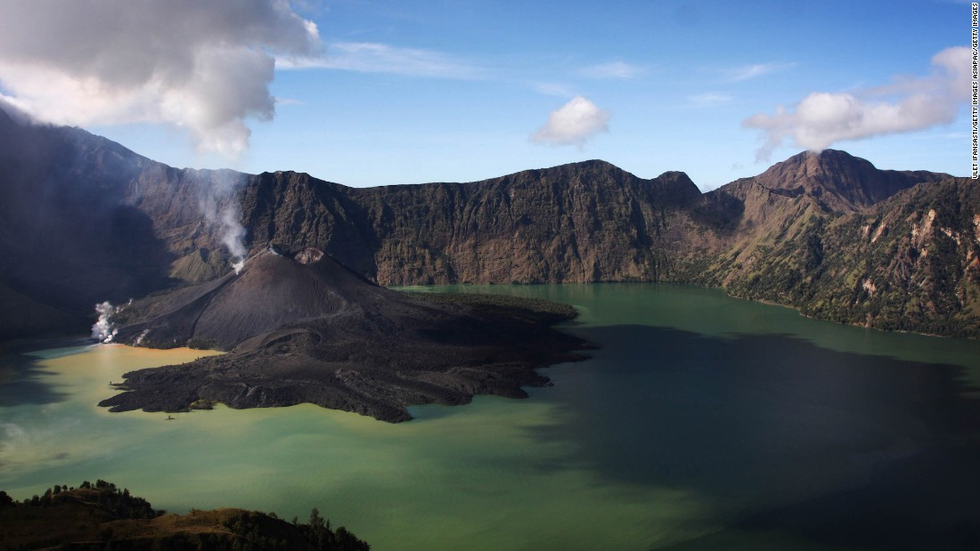 Mount Rinjani, also known as Gunung Rinjani, is a 3,726-meter-high active volcano on the island of Lombok. The volcano's crater lake, known as Segara Anak, is a popular fishing spot for locals.