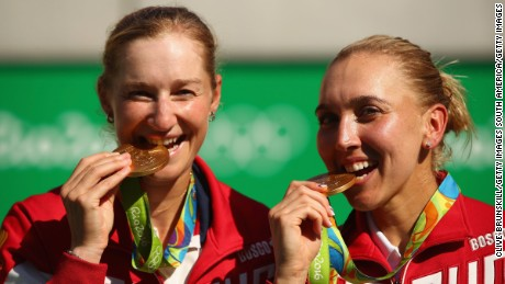 RIO DE JANEIRO, BRAZIL - AUGUST 14:  Gold medalists Elena Vesnina and Ekaterina Makarova of Russia pose on the podium during the ceremony for the women's doubles on Day 9 of the Rio 2016 Olympic Games at the Olympic Tennis Centre on August 14, 2016 in Rio de Janeiro, Brazil.  (Photo by Clive Brunskill/Getty Images)