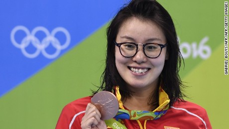 China's Fu Yuanhui poses with her bronze medal for the 100m backstroke on August 8.
