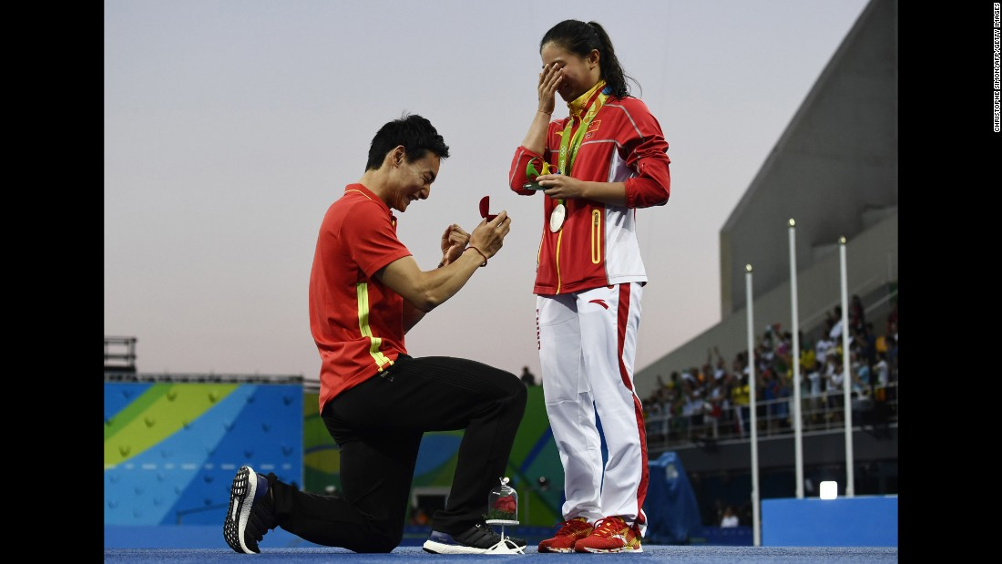 "China's Qin Kai <a href=""http://www.cnn.com/2016/08/14/sport/china-diving-marriage-proposal-rio-2016-olympics/index.html"" target=""_blank"">proposes to fellow diver He Zi </a>after she received silver in the 3-meter springboard on Sunday, August 14. <a href=""http://www.cnn.com/2016/08/09/sport/gallery/what-a-shot-olympics-0809/index.html"" target=""_blank"">See 40 amazing Olympic photos from last week</a>"