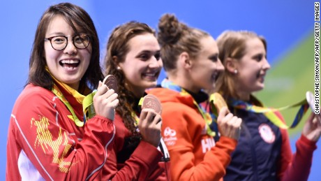 Fu Yuanhui (left) won equal bronze in the 100 meter backstroke, but missed out on a medal in the 4x100 meter relay.