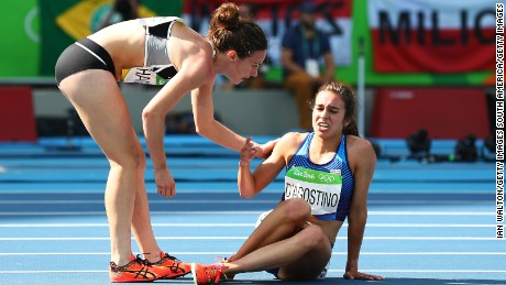 Runners Abbey D'Agostino of the US and NZ's Nikki Hamblin epitomized the Olympic spirit Tuesday.