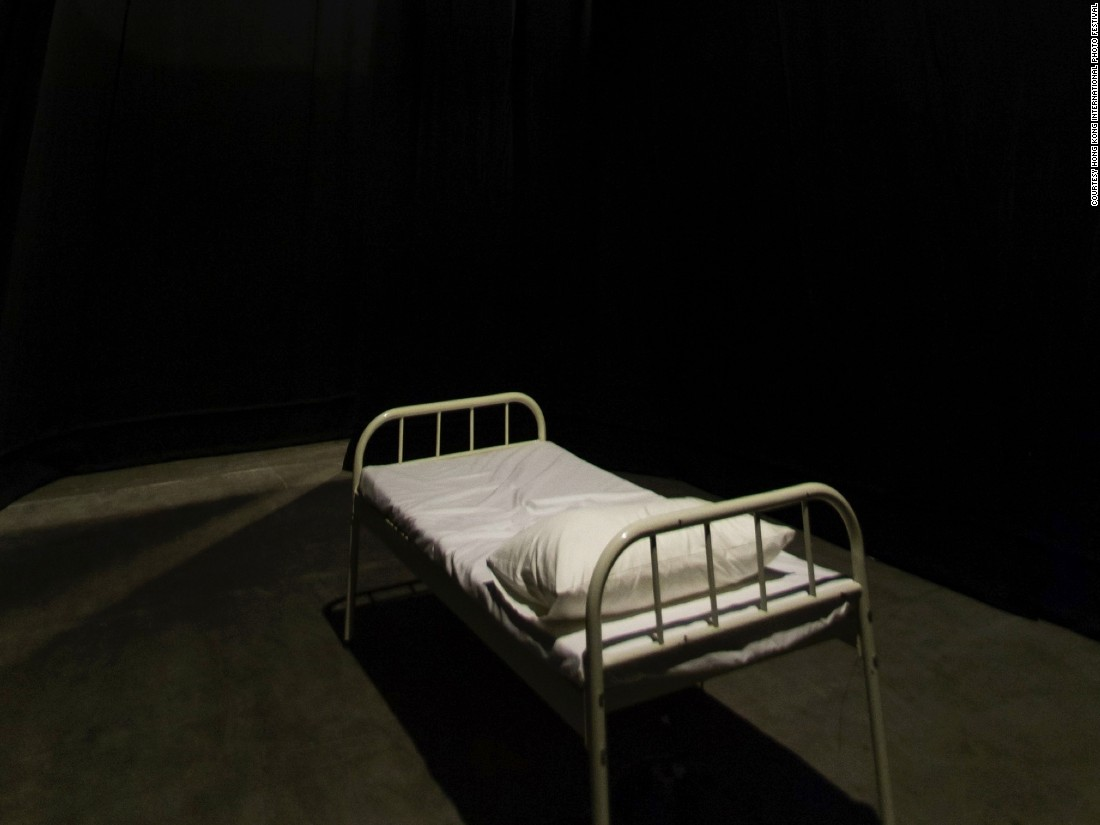 After Hong Kong artist Chan Dick's father passed away, he stared up at the ceiling, unable to sleep, as hazy memories flitted across his mind. In his video installation, viewers are invited to experience these fragmented images for themselves, while lying in a real bed.