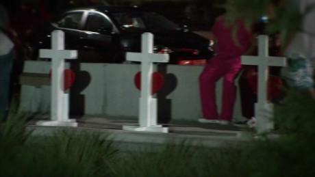 exp  nr.orlando.victims.honored.at.memorial_00002001