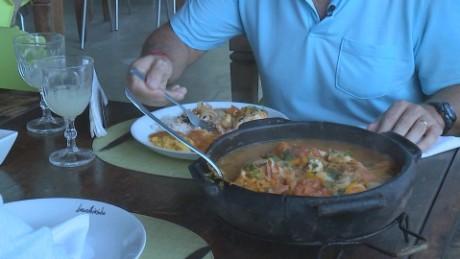 cnnee cafe pkg carlos montero mosqueca de pescado brasil_00033312