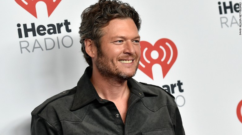 Blake Shelton apologizes for racist, homophobic tweets