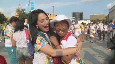 cnnee pkg oraa maraton abrazos contra discriminacion onusida brasil rio 2016_00000712