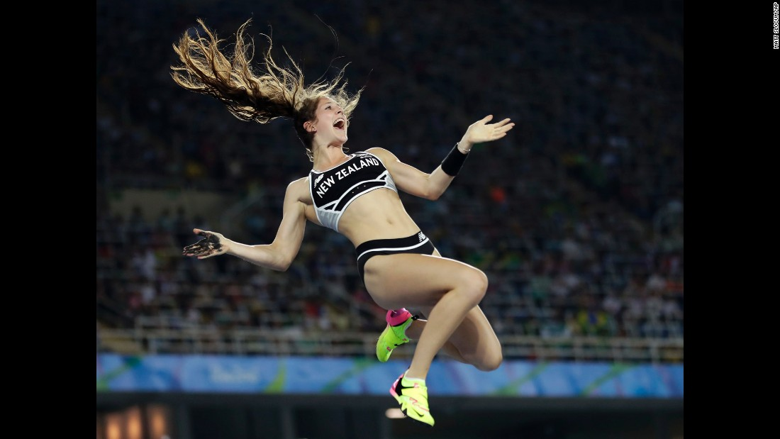 New Zealand's Eliza McCartney competes in the pole vault final.