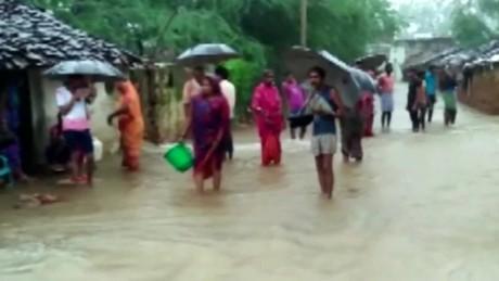 india flooding van dam cnni nr lklv_00000822.jpg