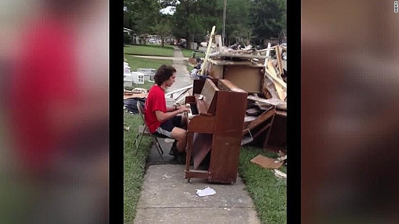 louisiana flooding piano player dnt  _00012614