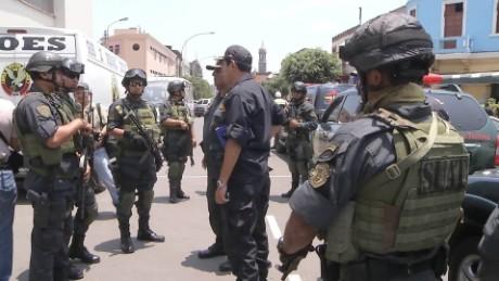 cnnee pkg belaunde policia peru escuadron de la muerte geico_00010829