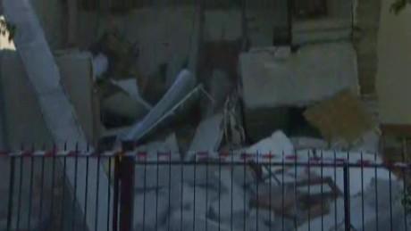 cnnee vo reportera de cnn cae edificio en vivo italia sismo _00002813