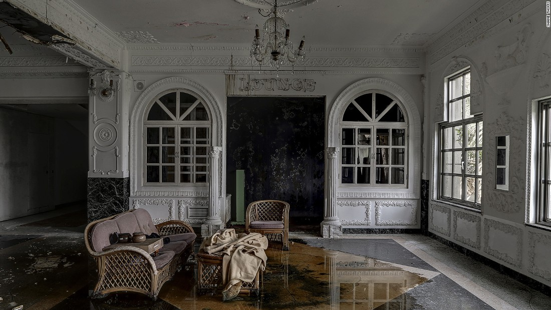 Thoms created his series to highlight the hundreds of abandoned luxury hotels and abodes lying empty, forgotten and left to decay across Japan. The exhibition opens on December 8, 2016, taking place -- perhaps fittingly -- at Melbourne's five-star luxury Sofitel hotel.