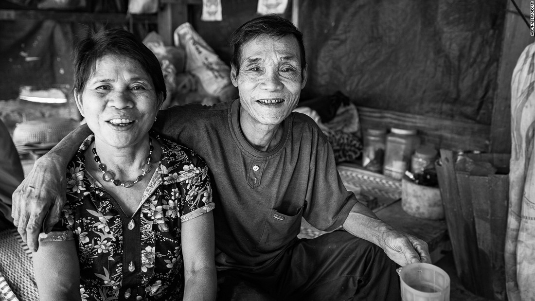 There is only one village inside the Phong Nha-Ke Bang National Park, known as Ban Doong. Around 40 Bru-Van Kieu ethnic minority people live in this isolated location, which can only be reached by foot. The two elders of the village happily welcome trekkers who must pass through their humble home to reach Hang E and Hang Son Doong.