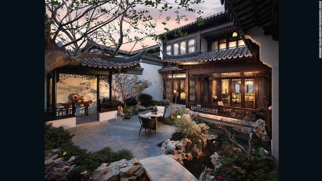 China 39 s super wealthy shun western looking homes for Luxury traditional homes