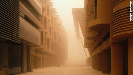 A photo taken inside Masdar City by Etienne Malapert.
