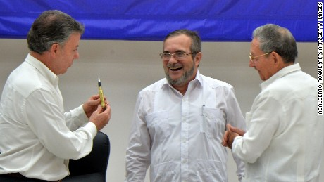 "Colombian President Juan Manuel Santos (L), the head of Colombia's FARC guerilla, Timoleon Jimenez, aka ""Timochenko"" (C) and Cuban President Raul Castro (R), during the  signing of the ceasefire between the Colombian government and the FARC guerrilla in Havana on June 23, 2016. Colombia's government and the FARC guerrilla force signed a definitive ceasefire Thursday, taking one of the last crucial steps toward ending Latin America's longest civil war. / AFP / ADALBERTO ROQUE        (Photo credit should read ADALBERTO ROQUE/AFP/Getty Images)"