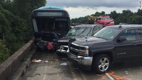 A bus carrying workers from New Orleans to Baton Rouge to assist in flood relief crashed Sunday morning.