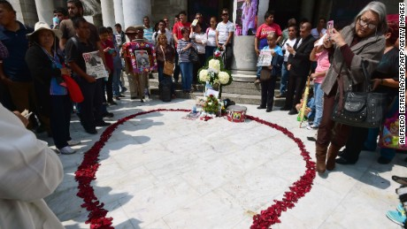 "Fans pray for late Mexican singer Juan Gabriel in front of the Fine Arts Palace in Mexico City, on August 29, 2016.   Mexican singer, composer and producer Alberto Aguilera Valadez, better known as ""Juan Gabriel"", died on August 28, 2016 in Santa Monica, California, U.S.A. from a heart attack.  / AFP / AE / ALFREDO ESTRELLA        (Photo credit should read ALFREDO ESTRELLA/AFP/Getty Images)"