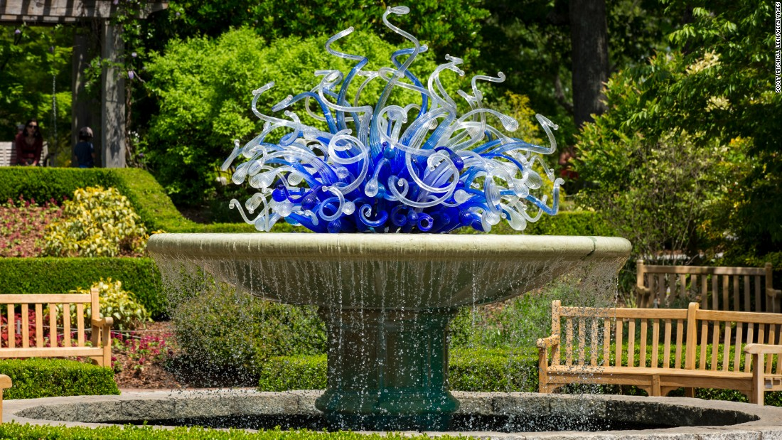 "Created for the garden's 2004 show, the ""Blue and White Parterre Fountain"" installation is part of its permanent collection."