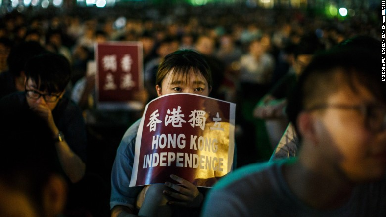 "A protester holds a placard that reads ""Hong Kong Independence"" near the government's headquarters in Hong Kong on August 5, 2016, during the city's first pro-independence rally."