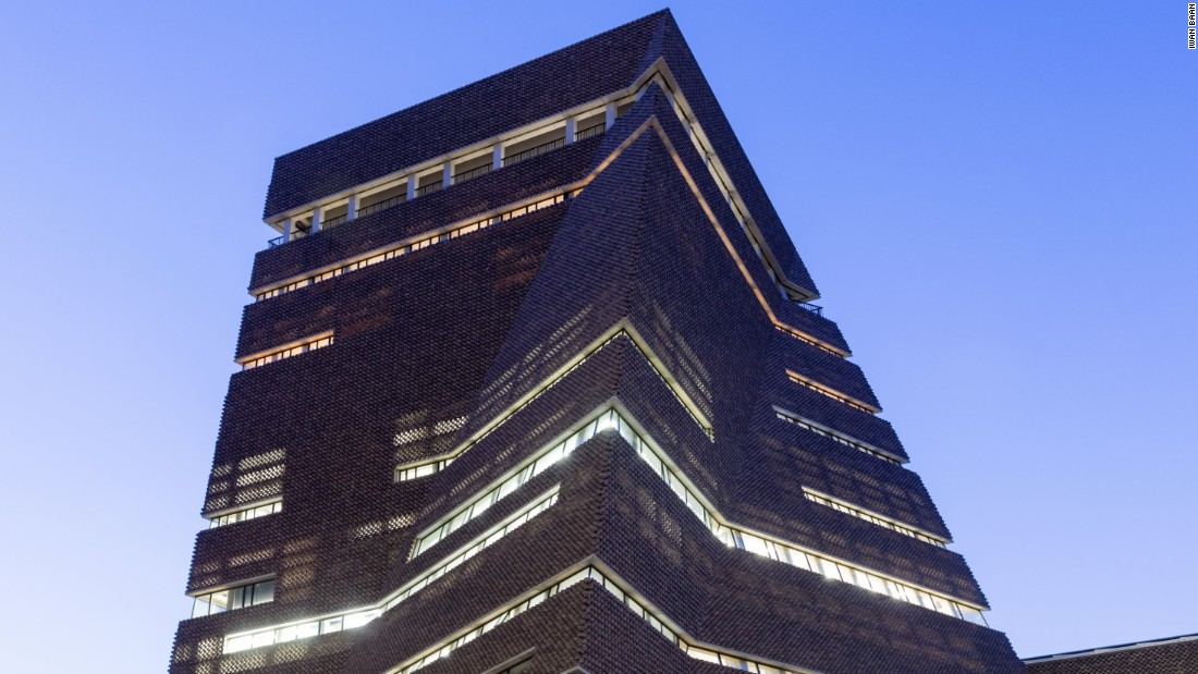 Keeping close to the style of the original power station's brickwork, architecture firm Herzog & de Meuron's extruded addition to the Tate Modern provides a multitude of open, well-lit spaces.