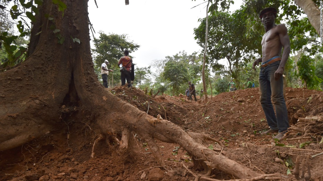 The government claims to have closed over 150 illegal mines in the country, but many more remain.<br /> <br />Human rights groups say the illegal trade is fueling violence, child labor, and organized crime.