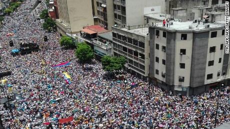 Opposition activists march in Caracas, on September 1, 2016.  Venezuela's opposition and government head into a crucial test of strength Thursday with massive marches for and against a referendum to recall President Nicolas Maduro that have raised fears of a violent confrontation. / AFP / STR        (Photo credit should read STR/AFP/Getty Images)