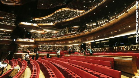 The Dubai Opera features 600 lighting installations