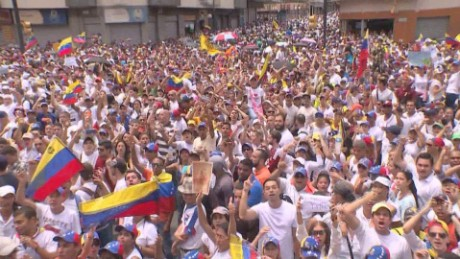 cnnee pkg laura castellanos toma venezuela dia siguiente_00001030