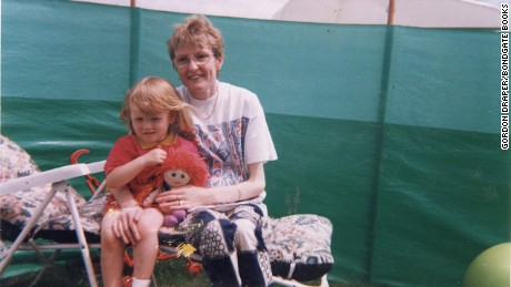 Bethany Gash and her mother in a photo that was left with the letter.