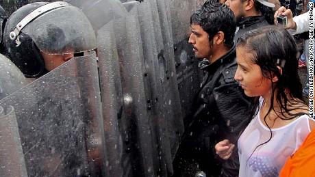 cnnee pkg osmary hernandez protestas en venezuela _00000718