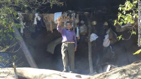 cnnee pkg ivan perez sarmenti hombre de las cavernas _00021906